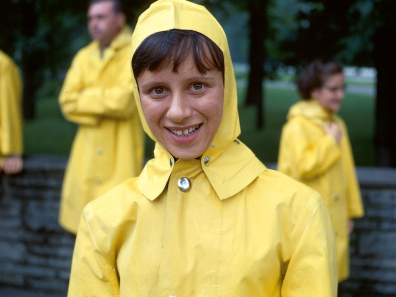 niagara-67-yellow-raincoat-w